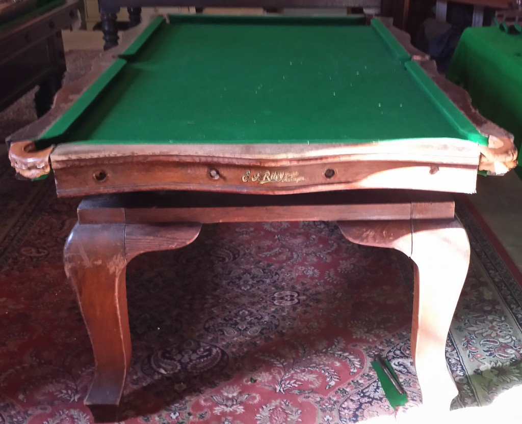 Riley 7ft Serpentine Snooker Diner