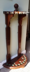 Semi circle floor standing cue stand