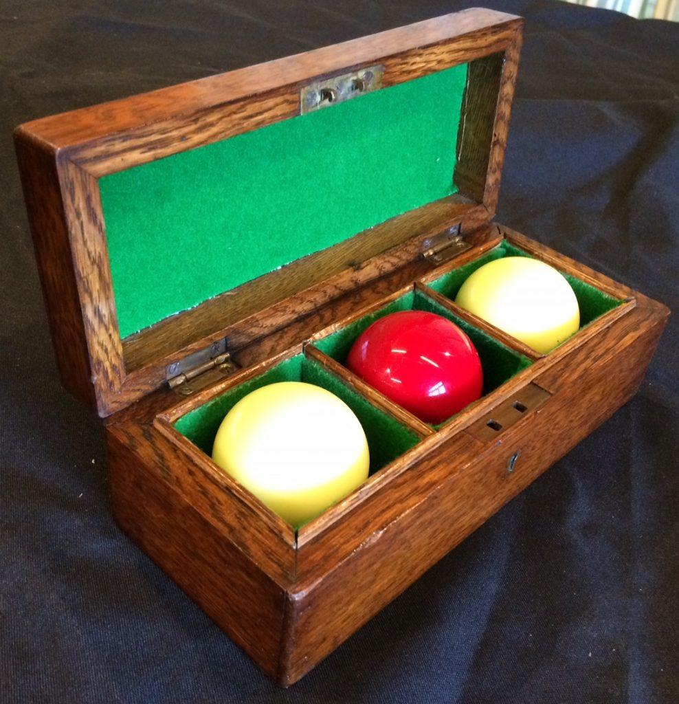 B852 oak Billiards Ball Box